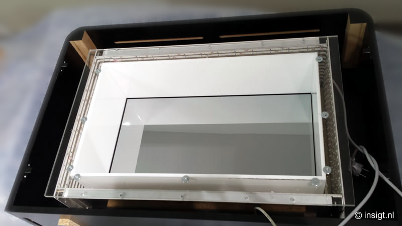 3D-Systems-LCD-touch-screen-transparant-LED-binnenzijde-meubel